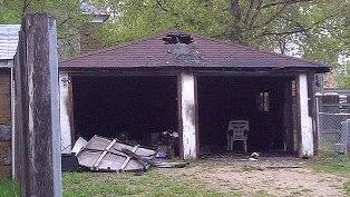 Огонь уничтожил имущество на десятки тысяч долларов